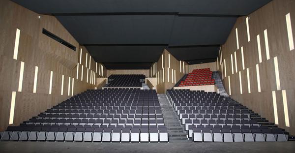 Bella Proporzione - Mobiliario de Oficina en Valladolid - Salones de actos - butaca modelo Arpa